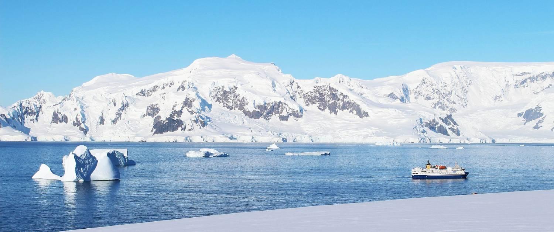 ocean-nova-antarktis-reise-von-aussen-eisberge