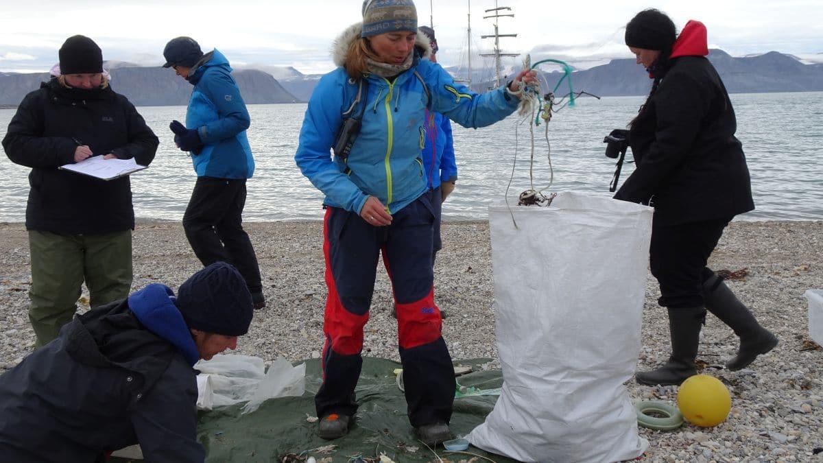 Polarkolumne-Birgit-Lutz-Plastik-im-Polarmeer