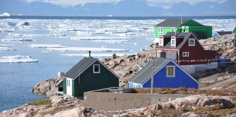 haeuser-in-der-inuit-siedlung-am-scoresby-sund
